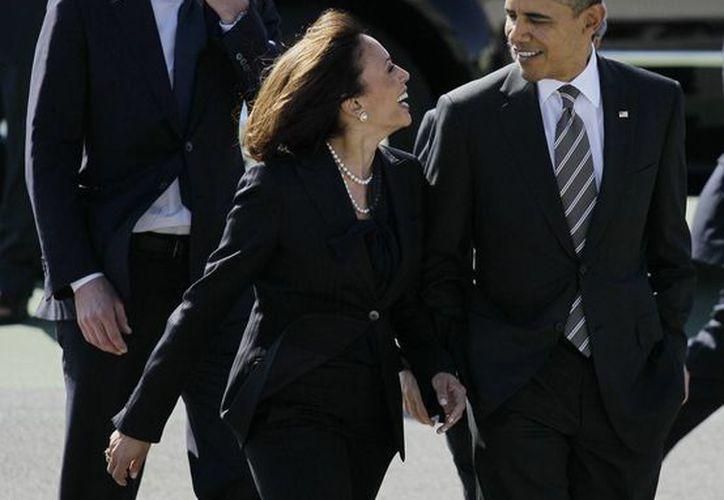 Imagen del 16 de febrero 2012 del presidente Barack Obama y la Procuradora General de California Kamala Harris. (Agencias)