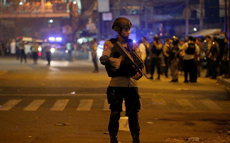 Doble ataque suicida deja muertos en Yakarta