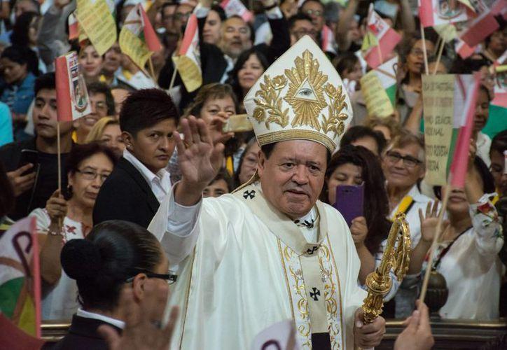 Norberto Rivera enfrenta una denuncia ante la PGR por encubrir a sacerdotes acusados de abusar de menores.  (El País)