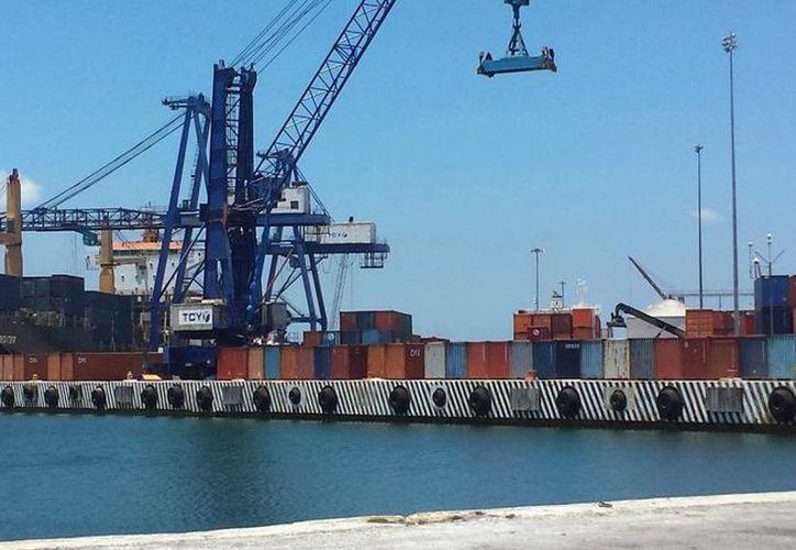 Gran movimiento de carga registró el puerto de Progreso durante el 2015. Imagen de contexto. (Milenio Novedades).