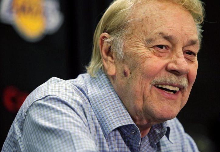 Jerry Buss dueño del equipo Lakers de los Ángeles. (Agencias)