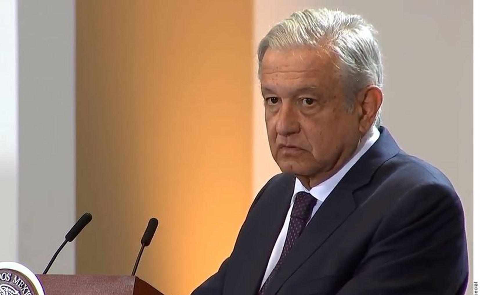 Critica AMLO a WSJ por compararlo con Santa Anna y Porfirio Díaz