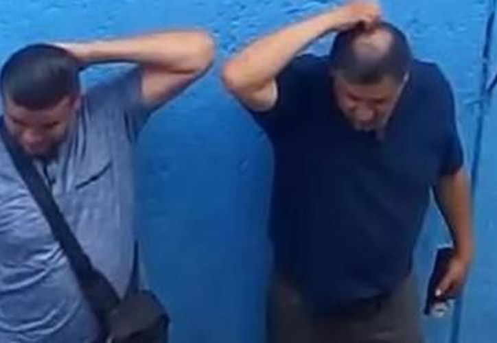 En el video, un hombre identificado como detective toma unas tres decenas de billetes, los cuenta y se los mete tranquilamente en el bolsillo. (Foto: Cadena Noticias)