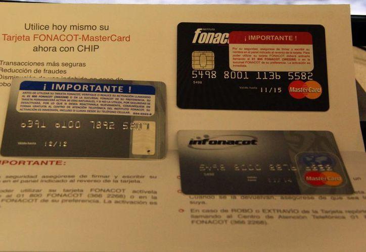 Tarjeta de crédito de Fonacot. (José Acosta/SIPSE)