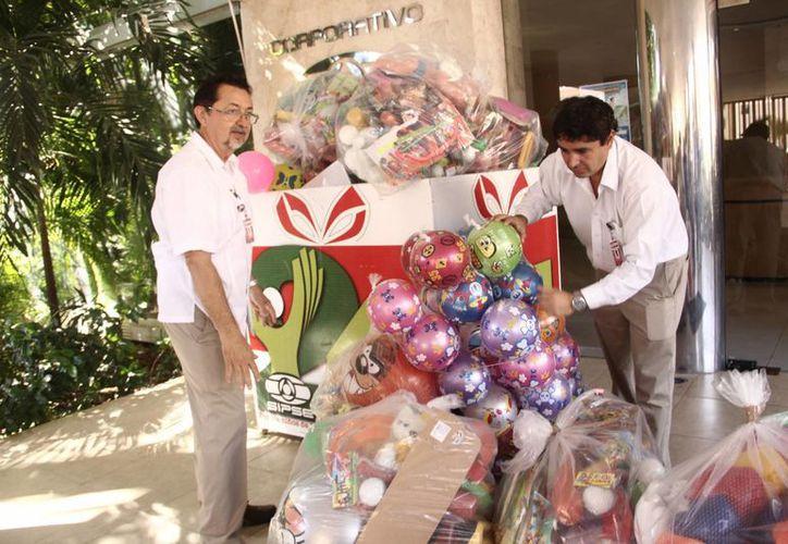 La campaña 24x24 tiene como misión llevar alegría en Navidad a los más pobres de Yucatán. (SIPSE)