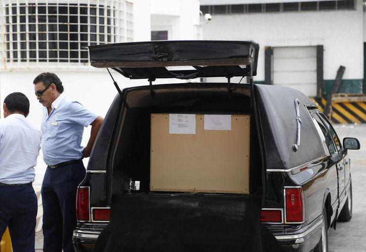 El cuerpo de Paco de Lucía fue trasladado en un carroza a la Aduana. (Israel Leal/SIPSE)