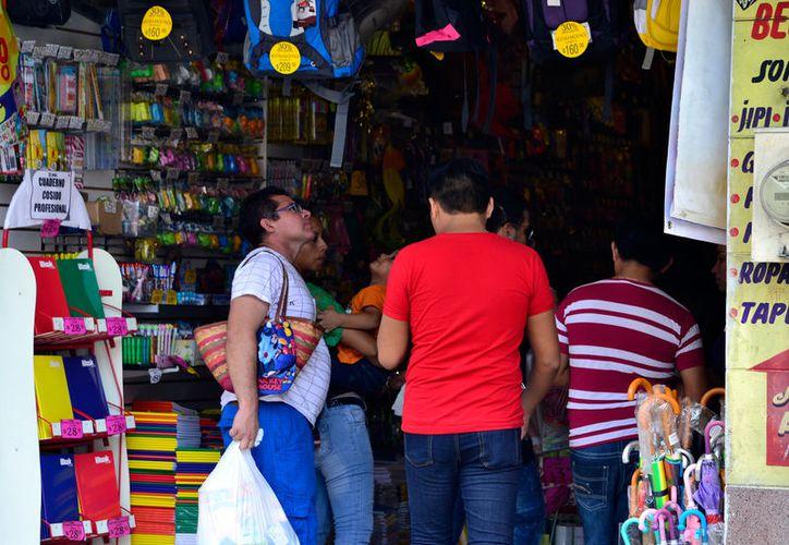 La preventa de útiles escolares ya inició en Mérida, cuando todavía no terminan la clases en todas las escuelas, y faltan unos 15 días para que abran sus puertas las primeras. (Milenio Novedades)