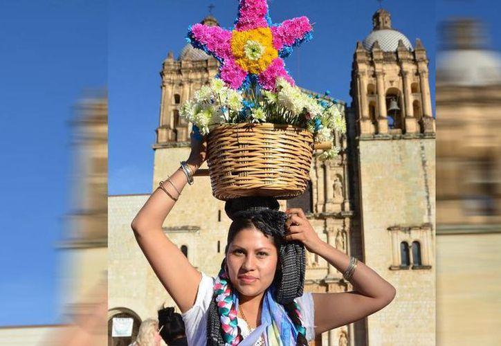 """Guelaguetza, que significa en zapoteca """"reciprocidad, cooperación"""", se convirtió en una mezcla de culturas y religiones de Oaxaca por más de tres siglos. (Notimex)"""