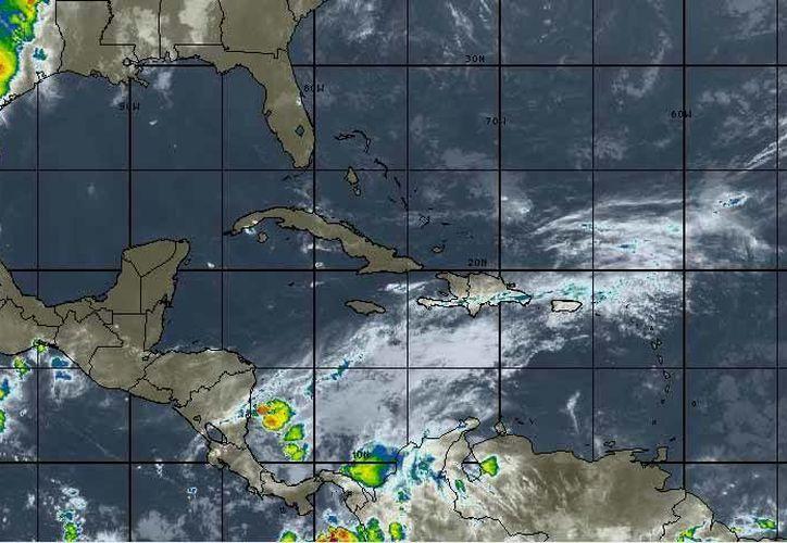En Cancún se pronostica cielo parcialmente nublado con vientos de entre 15 a 30 kilómetros por hora. (Intellicast)
