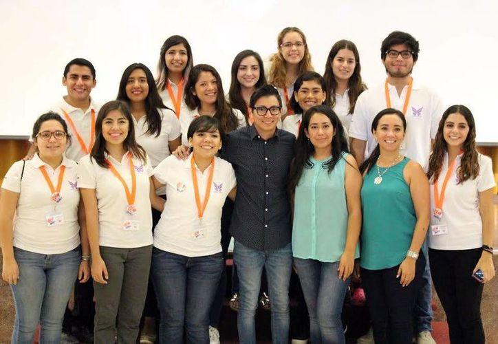 Estudiantes de la Anáhuac-Mayab, en la Semana del Diseño. (Milenio Novedades)
