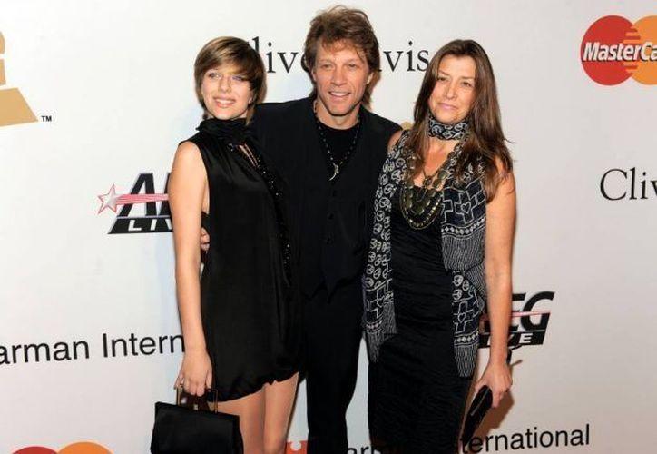 Bon Jovi con su hija Stephanie y su esposa Dorothea. (Agencias)