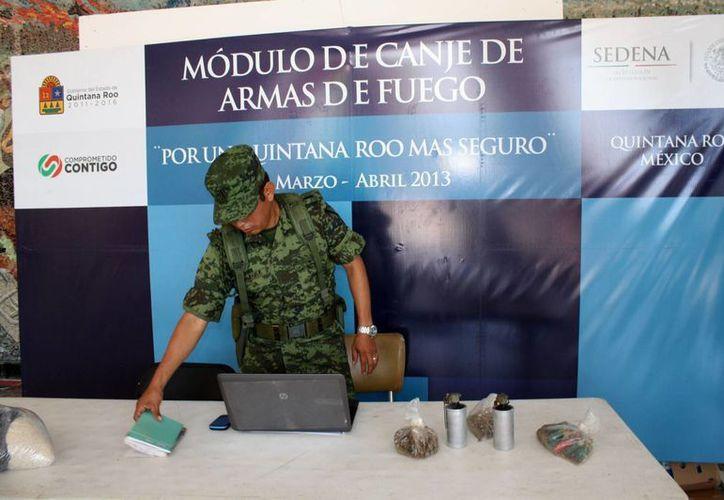 El último caso evidencio el canje de dos granadas y alrededor de 250 cartuchos útiles, a cambio recibieron mil 600 pesos y dos despensas alimenticias. (Enrique Mena/SIPSE)