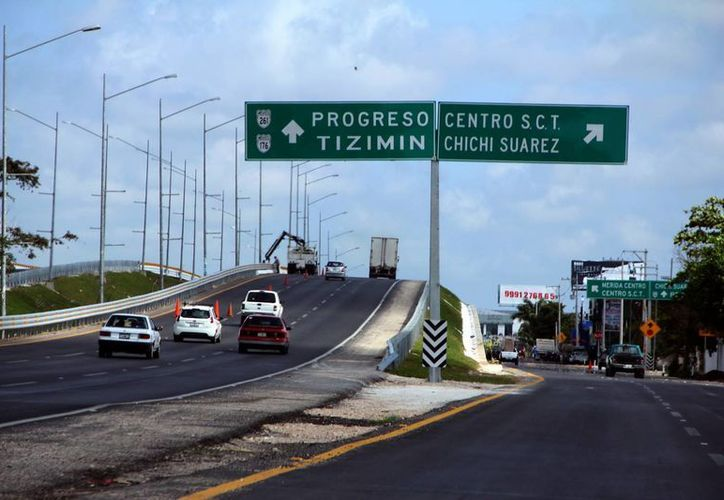 El distribidor vial a la altura de la comisaría Chichi Suárez. (José Acosta/SIPSE)