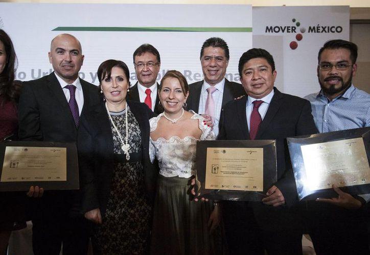 Sedatu y Conavi reconocen éxito del programa de mejoramiento que promueve el IVEY. (Foto cortesía del Gobierno de Yucatán)