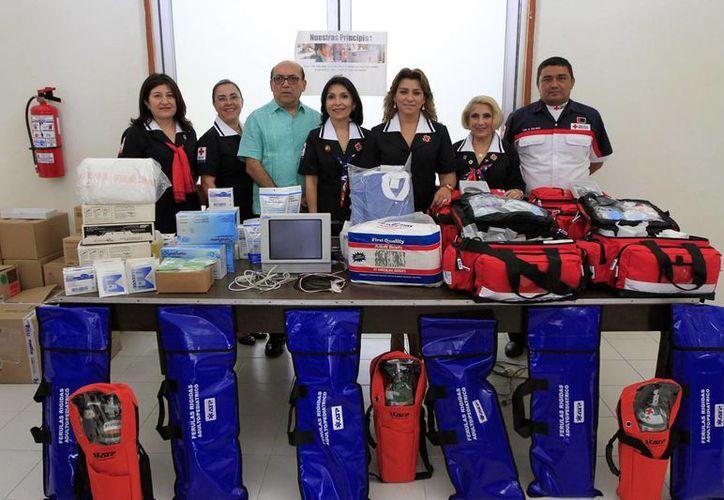En el edificio de la Cruz Roja, ubicado en el Centro de Mérida, esta institución recibió un donativo del DIF Yucatán. (Foto: cortesía del Gobierno del Estado)