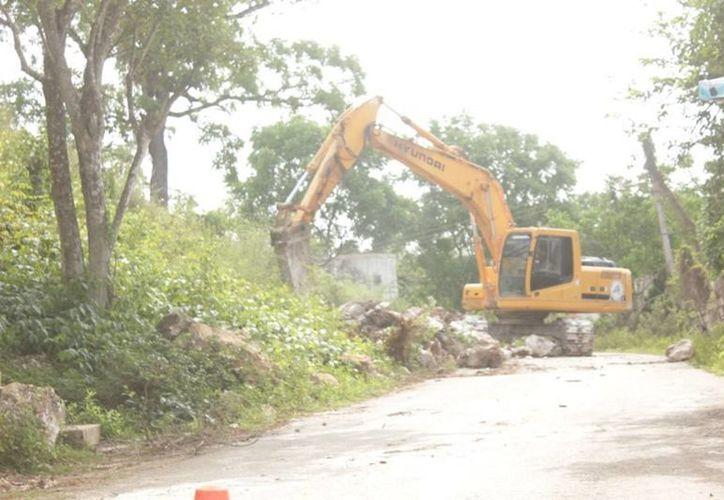 Acusan que las obras de demolición de cerros no se encontraban programadas en el plan de desarrollo municipal. (Carlos Yabur/SIPSE)