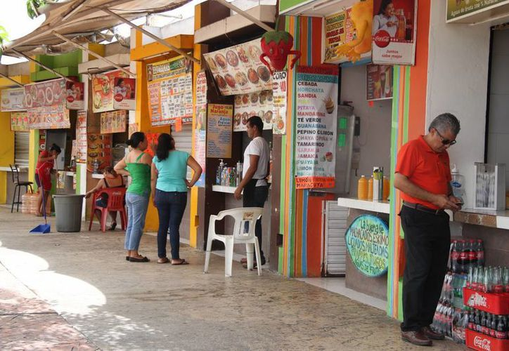 La Cofepris pretende revisar a mil 600 establecimientos de venta de alimentos en Cancún. (Consuelo Javier/SIPSE)