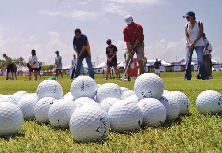 """Golf para todos vuelve a iniciar actividades en el Campo """"El Camaleón"""" en Mayakoba. (Redacción/SIPSE)"""