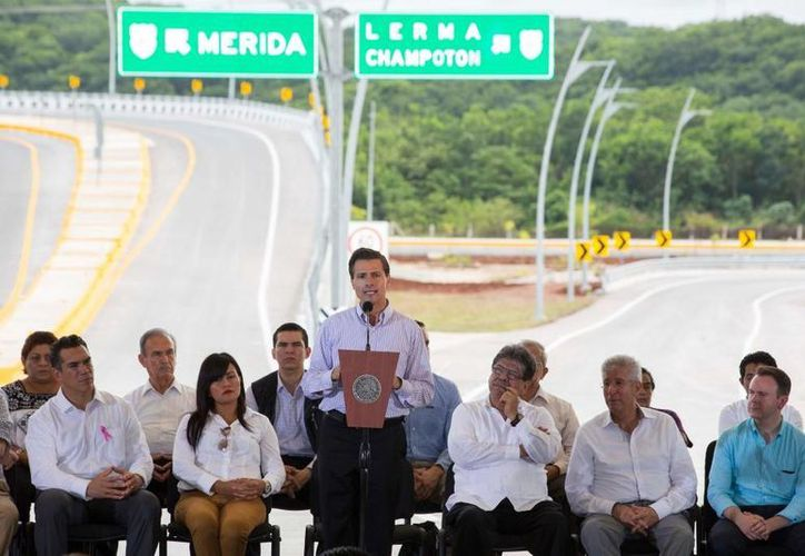 Peña Nieto visitó la capital campechana para entregar mejoras del Periférico Pablo García Montilla. (Presidencia)