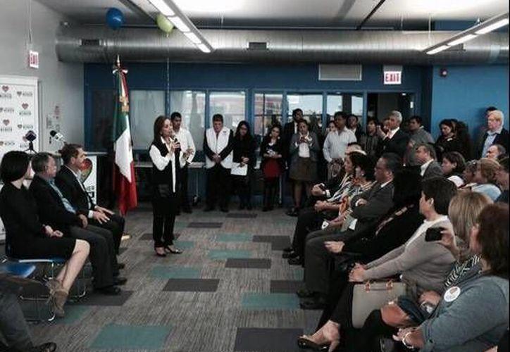 La excandidata presidencial Josefina Vázquez Mota presentó en Chicago su programa 'Juntos Podemos', el cual busca ser un apoyo integral a los mexicanos que radican en territorio estadounidense. (Twitter: JosefinaVM)