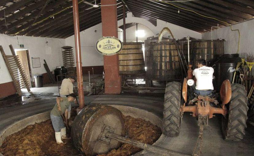 La industria nacional de bebidas alcohólicas pierde al año 15 mil millones de pesos debido al mercado ilegal. (Agencias)
