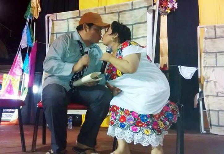 La puesta en escena de 'La ropa sucia de la familia Dzul' retrata padecimientos de la sociedad yucateca. (Milenio Novedades)