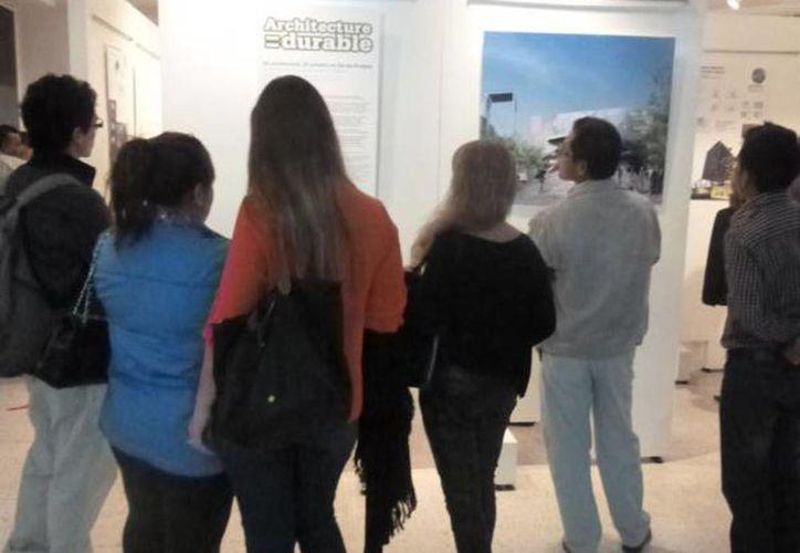 Imagen de la inauguración de la exposición arquitectura sustentable del pasado mes de noviembre de 2014 organizado por la Alianza Francesa. (alianzafrancesa.org.mx)