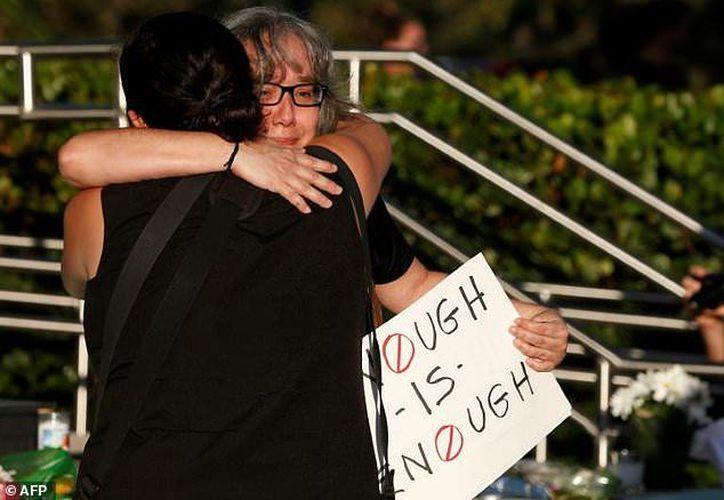 No se reveló si habrá encuentro con los sobrevivientes del tiroteo. (AFP)