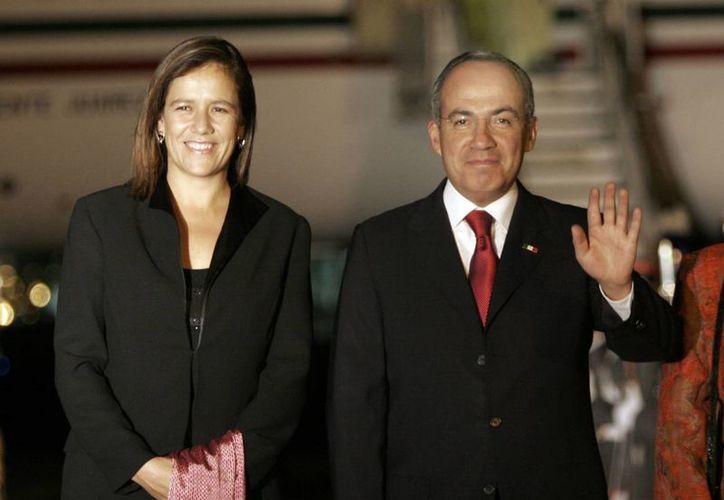 Margarita Zavala con su esposo Felipe Calderón Hinojosa, en junio de 2008, cuando éste era Presidente de México. (Archivo/AP)