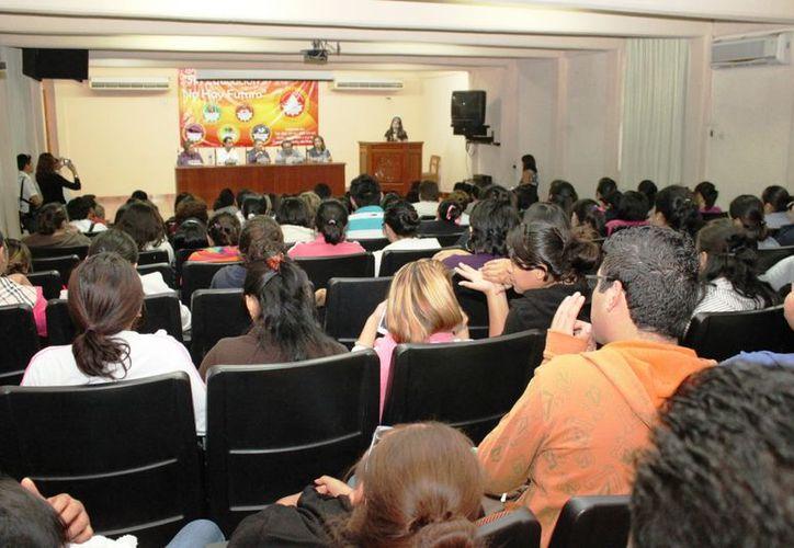 El foro 'Mujeres y Prevención' busca motivar al público en general y estudiantes de nivel superior a prevenir la violencia contra las mujeres. (Cortesía)