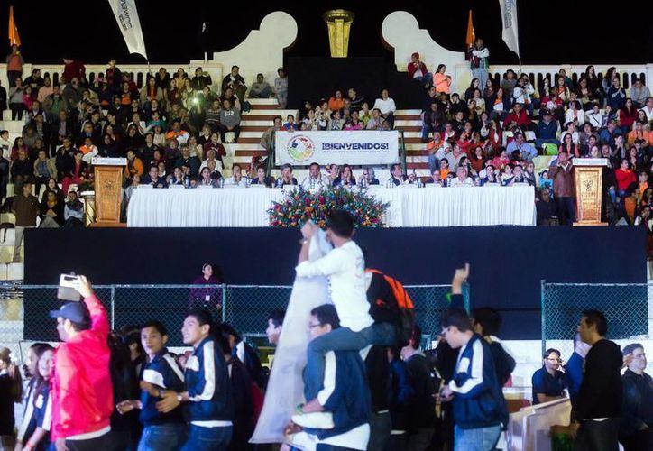 El complejo deportivo  'Salvador Alvarado, fue sede de la inauguración, presidida por el gobernador y autoridades académicas. (Milenio Novedades)