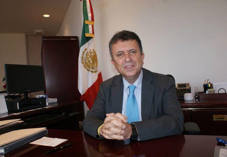 Creo que existe un área de oportunidad importante en promover la ciudadanización: Carlos Eugenio García de Alba Zepeda, cónsul de México en Los Angeles. (Foto de hoylosangeles.com)