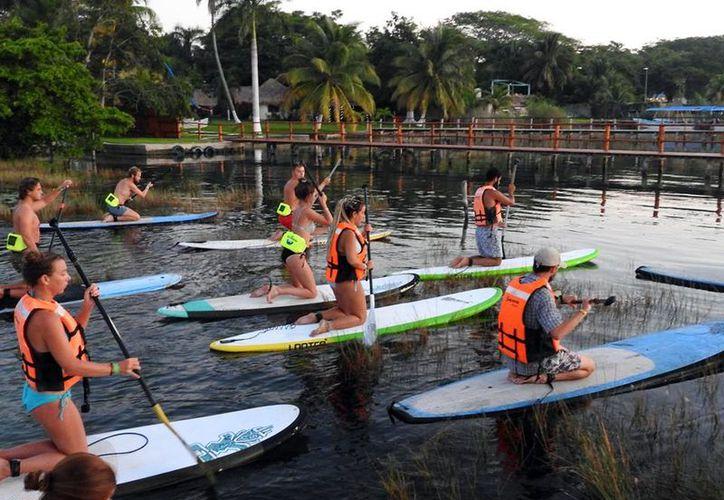 El paddle board es una actividad apta  para cualquier persona que sepa nadar. (Blue Ecotours)