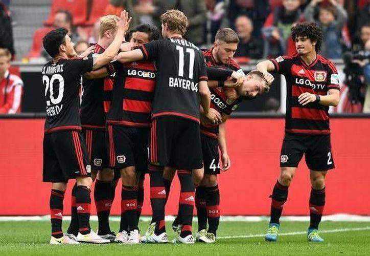 El Bayer Leverkusen cerró la temporada con una victoria complicada y aseguró puestos de Champions.(EFE)