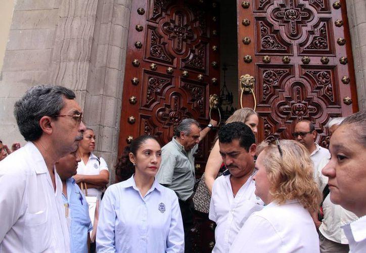 Al mediodía de este viernes fue cerrada la sede de la Uady debido a la huelga por desacuerdos salariales que ya afecta incluso el terreno electoral. (José Acosta/SIPSE)
