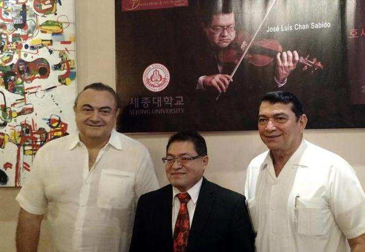 El músico yucateco interpretará obras de los compositores Roberto Abraham Mafud y Cesáreo Chan Blanco, el próximo sábado 15 de octubre, en el país asiático. (Milenio Novedades)