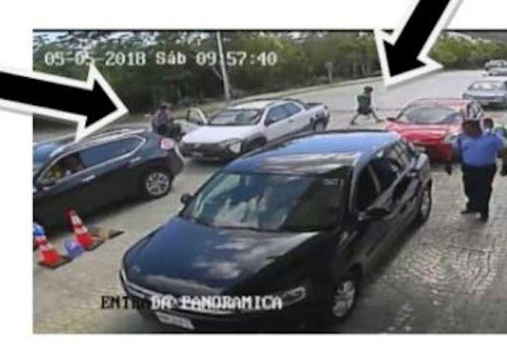 En un comunicado de la residencial, se mostró esta imagen del momento del asalto. (Redacción/SIPSE)
