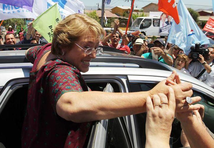 Una experta electoral asegura que los partidos de coalición apoyan a Michelle Bachelet porque la necesitan. (Archivo/EFE)