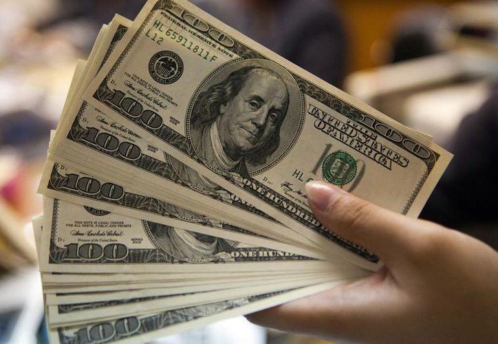 El dólar estadounidense concluyó la jornada a la baja, al ofertarse hasta en 19.35 pesos. (Contexto/Internet).