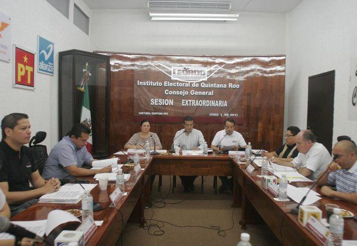 El Consejo General del Ieqroo intercambió información correspondiente al desarrollo y organización del proceso electoral. (Harold Alcocer/SIPSE)