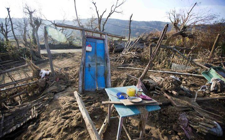 La ayuda humanitaria para Haití está llegando a cuentagotas. El país sufre por la falta de agua y alimentos tras el paso del huracán Matthew. (AP/Dieu Nalio Chery)