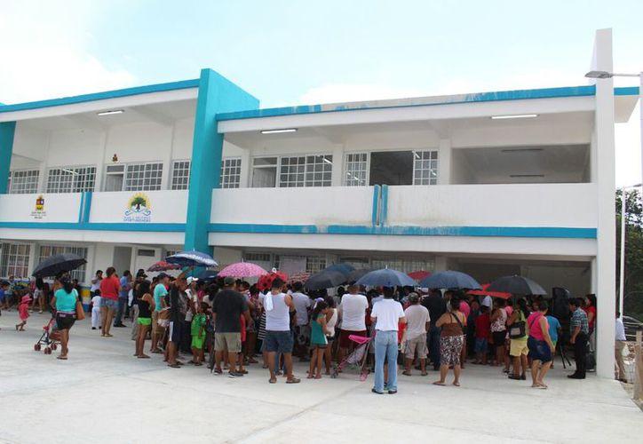 El mediodía de ayer se realizó una reunión con los padres de familia de la escuela. (Daniel Pacheco/SIPSE)