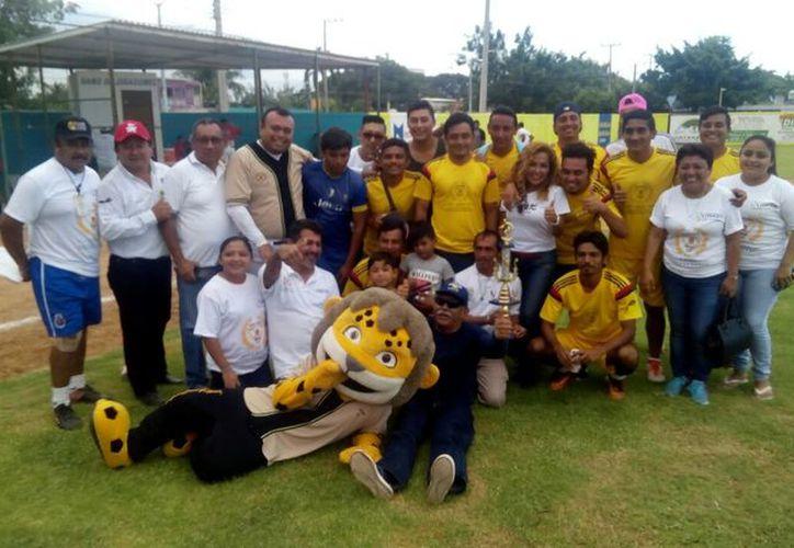 Los duelos de sóftbol se efectuaron en el parque 20 de Noviembre y la actividad futbolera se realizó en el campo 5 de abril. (Miguel Maldonado/SIPSE)