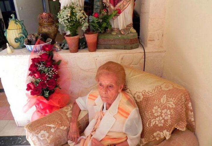 Foto de archivo de Celina González cuando cumplió 82 años de edad. La cantante murió este miércoles. (Marianela Dufflar/cubadebate.cu)