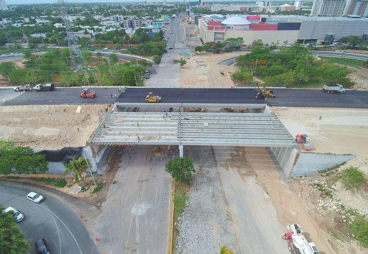 Supervisa el titular de la SCT el Distribuidor Vial Salida a Puerto Progreso y el Entronque a Desnivel Baca, en los que se destinan  251.8 millones de pesos. (Milenio Novedades)