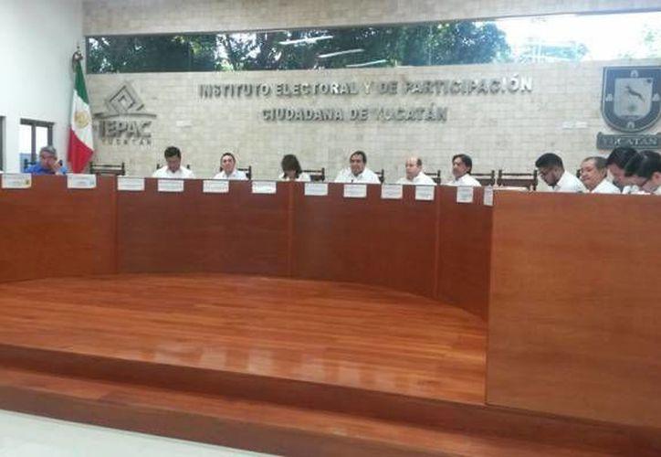 El secretario Ejecutivo, Hidalgo Victoria Maldonado, y el director de Procedimientos Electorales, Christian Hurtado Can, son algunos de los funcionarios del Iepac que podrían ser ratificados en sus cargos. (SIPSE)