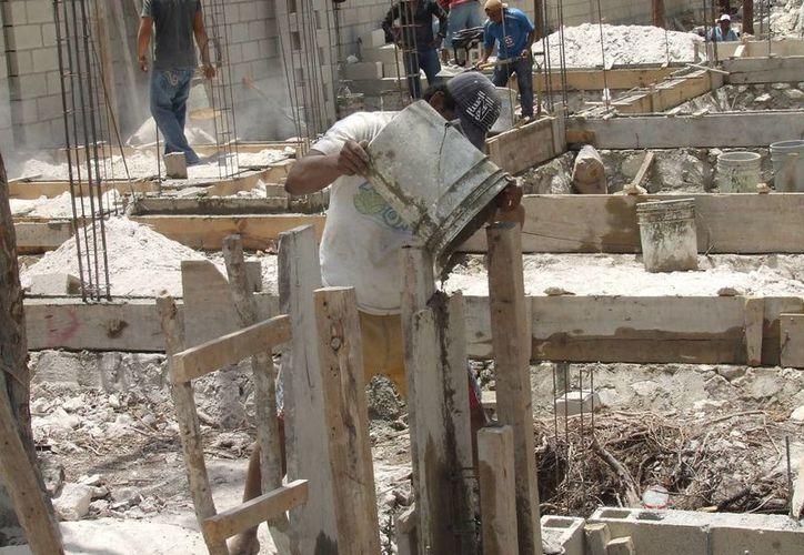 Ante los incrementos del cemento y el acero, las familias prefieren autoconstruir que buscar los servicios de una constructora. (Rossy López/SIPSE)