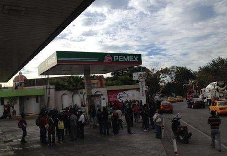 Ante la manifestación de maestros de la CNTE en Oaxaca, las bombas de gasolina fueron cerradas a tiempo para evitar robos y saqueos. (Milenio)