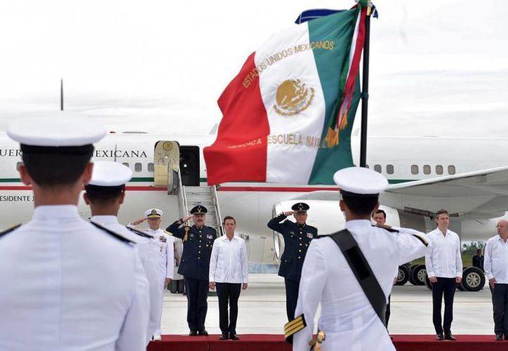 Peña Nieto encabezó los actos conmemorativos del 190 Aniversario de la Armada de México en el puerto de Veracruz. (Facebook/Enrique Peña Nieto)
