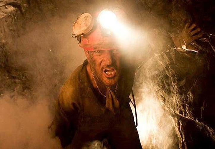 Antonio Banderas protagoniza 'Los 33', filme sobre mineros atrapados vivos que este lunes se estrenó en Chile. (diariocorreo.pe)
